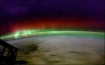 Green oxygen airglow is seen as a thin line beneath the red and green aurora. (Photo: NASA ISS-6 crew).