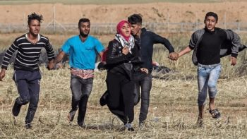 Palestinians running from Israeli army