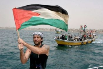 Vittorio Arrigoni landing at Gaza with Freedom Flotilla