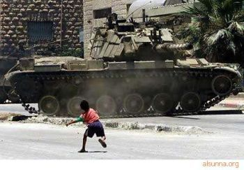 Palestinian boy and tank