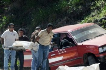 The body of Honduran journalist Luz Marina Paz is taken away from the crime scene.