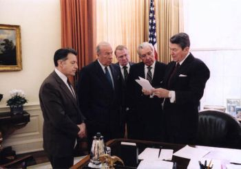 Former U.S. President Ronald Reagan meets with Caspar Weinberger, George Shultz, Ed Meese and Don Regan to discuss the president's remarks on the Iran-Contra affair