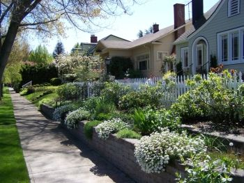 Row of well maintained homes in Salem, Oregon