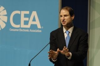 Wyden at the Consumer Electronics Show