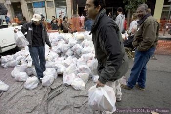 Charity handing out food in the Tenderloin in San Francisco (File photo by Luke Thomas)