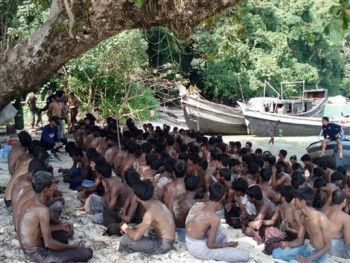 Endangered Rohingya boat people