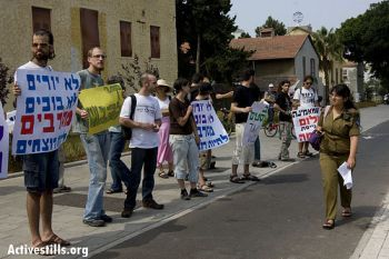 Protestors in Israel supporting Conscientious Objectors
