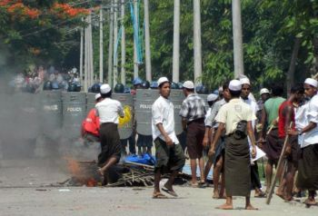 Communal violence in Maungdaw Township, Arakan State, on June 8. (Photo: Hmuu Zaw / Facebook)