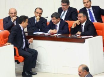 Deputy Turkish Prime Minister Ali Babacan, left-from the back, Foreign Minister Ahmet Davutoglu, second right, and Defense Minister Ismet Yilmaz, right, speak at the parliament during a debate on Turkey-Syria relations, in Ankara. (AFP Photo / Adem Altan)