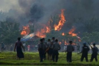 Rohingya villages burning