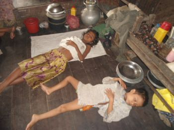 Images of starvation among Rohingya people in Burma