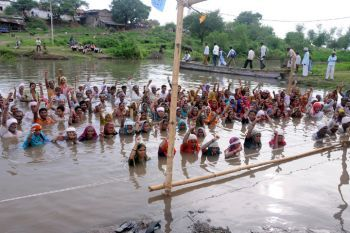 Omkareshwar and Indira Sagar Dam activists protesting for their lives and their children's futures.