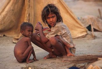 Starving children in India